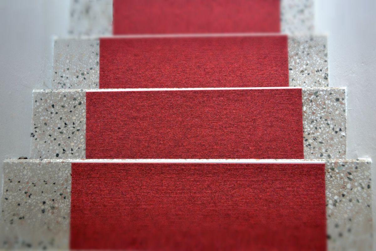 treppenteppich rot gembinski teppiche. Black Bedroom Furniture Sets. Home Design Ideas