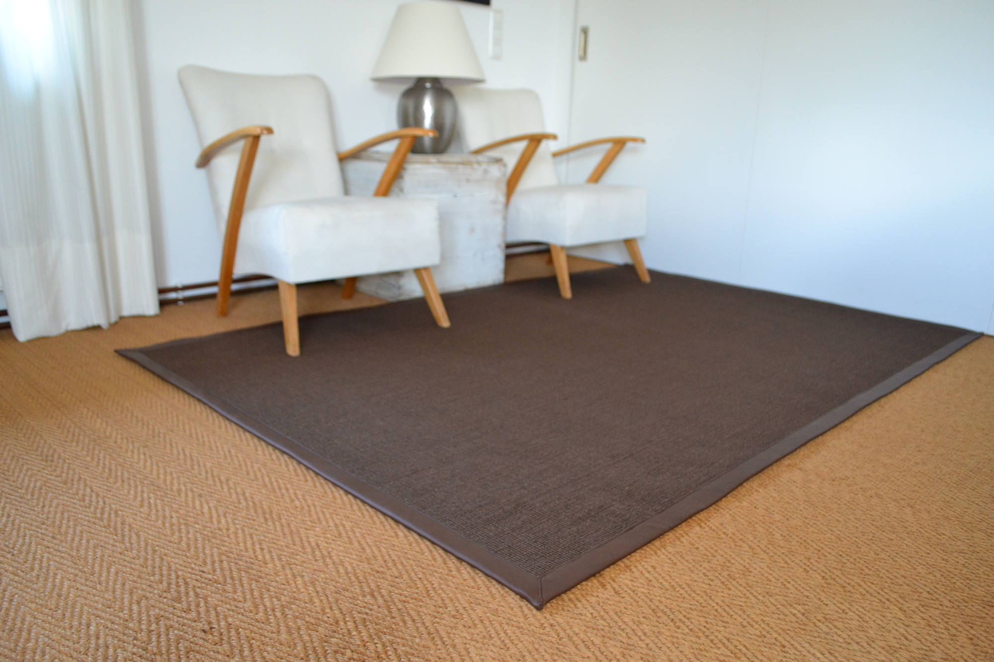 Sisalteppich eckig in der Farbe braun, gewebt nach Kundenwunsch und genau nach Maß.